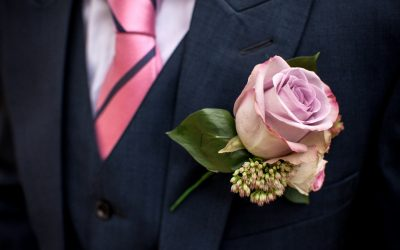 How to Pin a Buttonhole – Wedding Tip